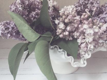 gfancy_lilacs_milkglass_closup